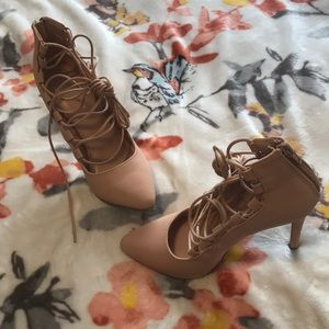 Fleshy pink high heel lace up shoes